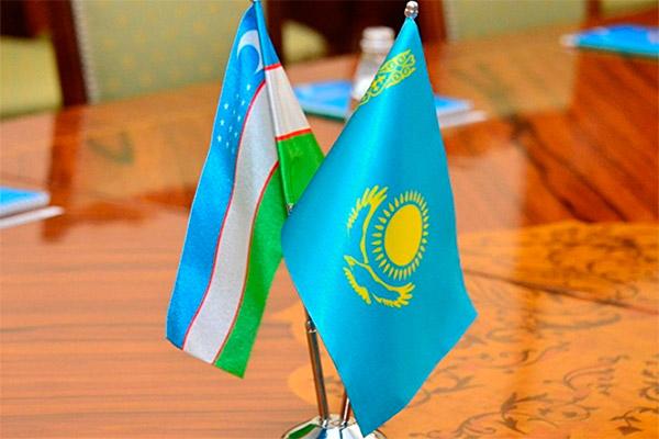 2018/07/uzbek-kazakh-flags1_1531634551.jpg